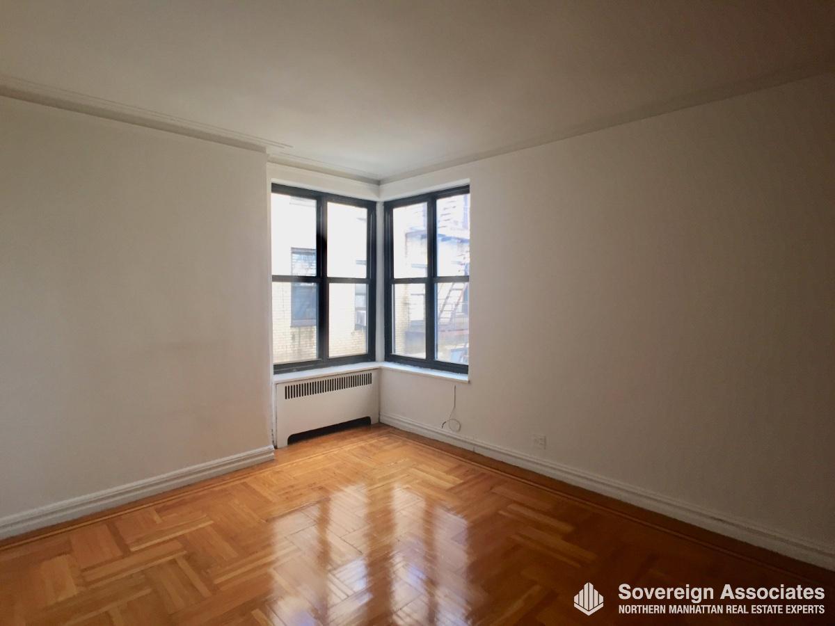 Livingroom Corner Windows