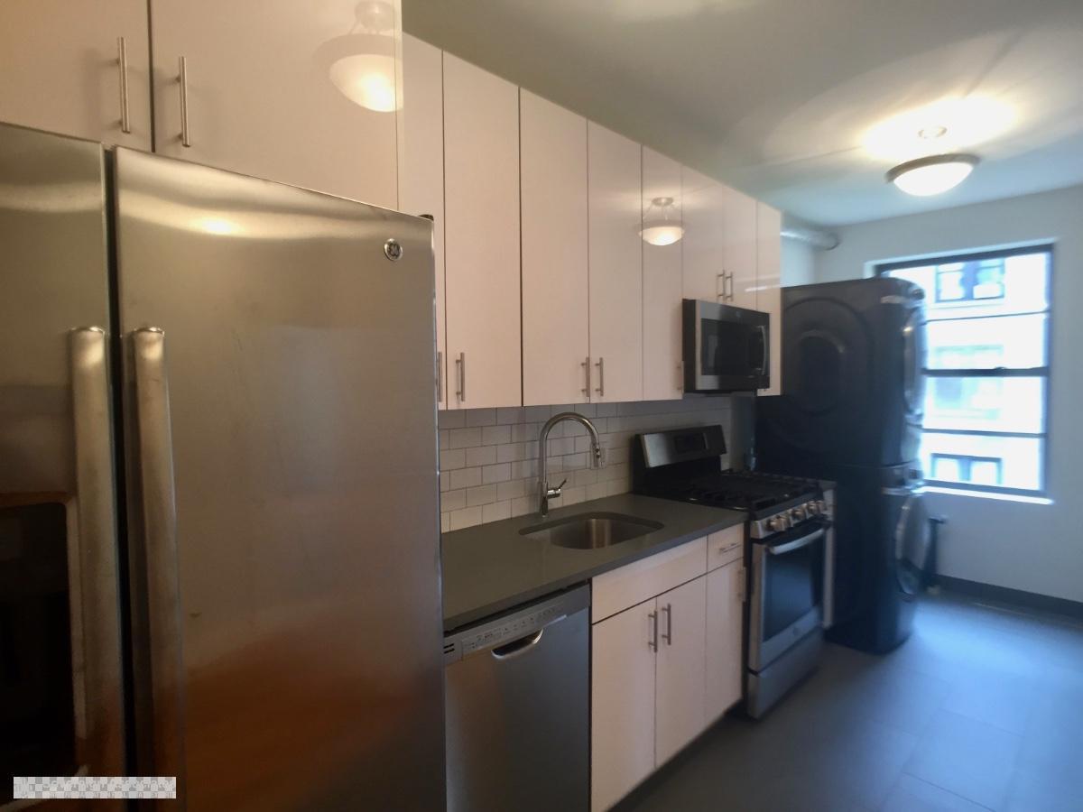 Kitchen w Stainless Steel Appliances