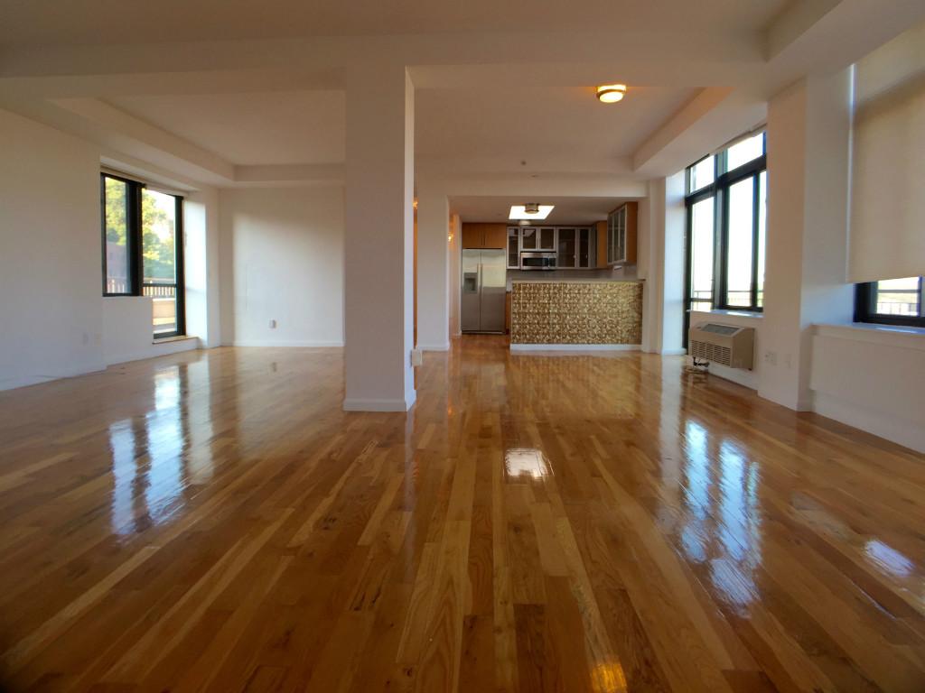 Living room w/open Kitchen