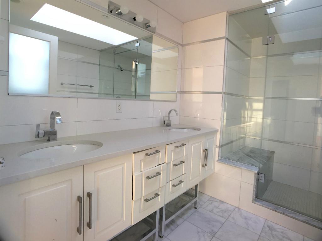 Main BR's Bathroom