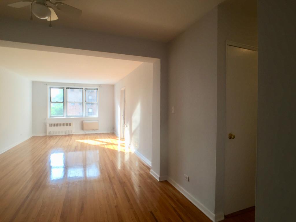 Livingroom w Hall Closet