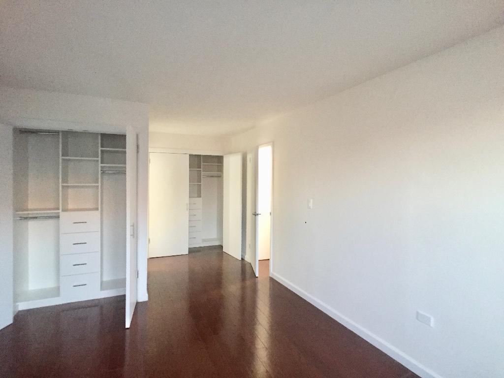 2D Main Bedroom w 2 Closets