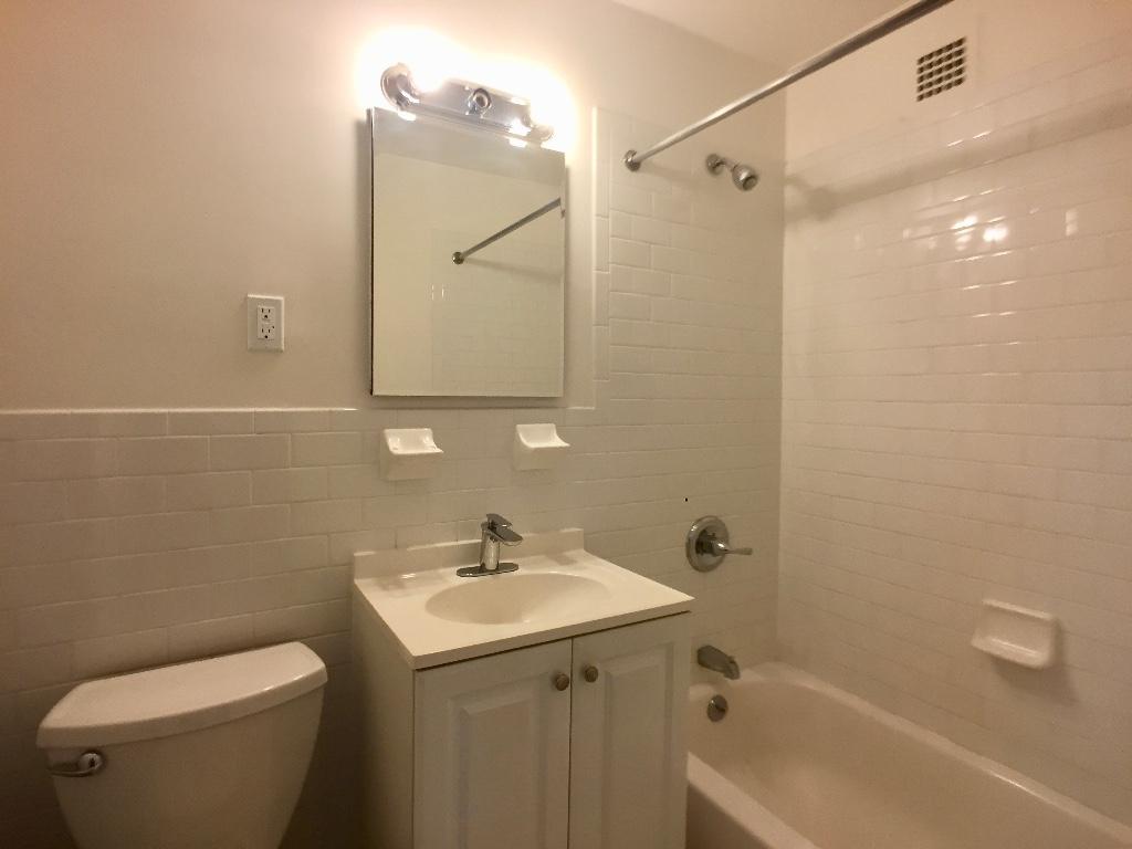 2D Bath in Main Bedroom