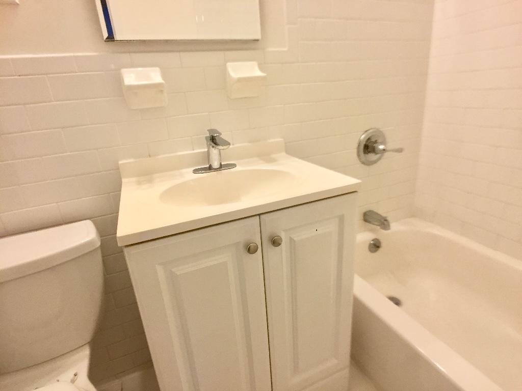 2D Common Bath