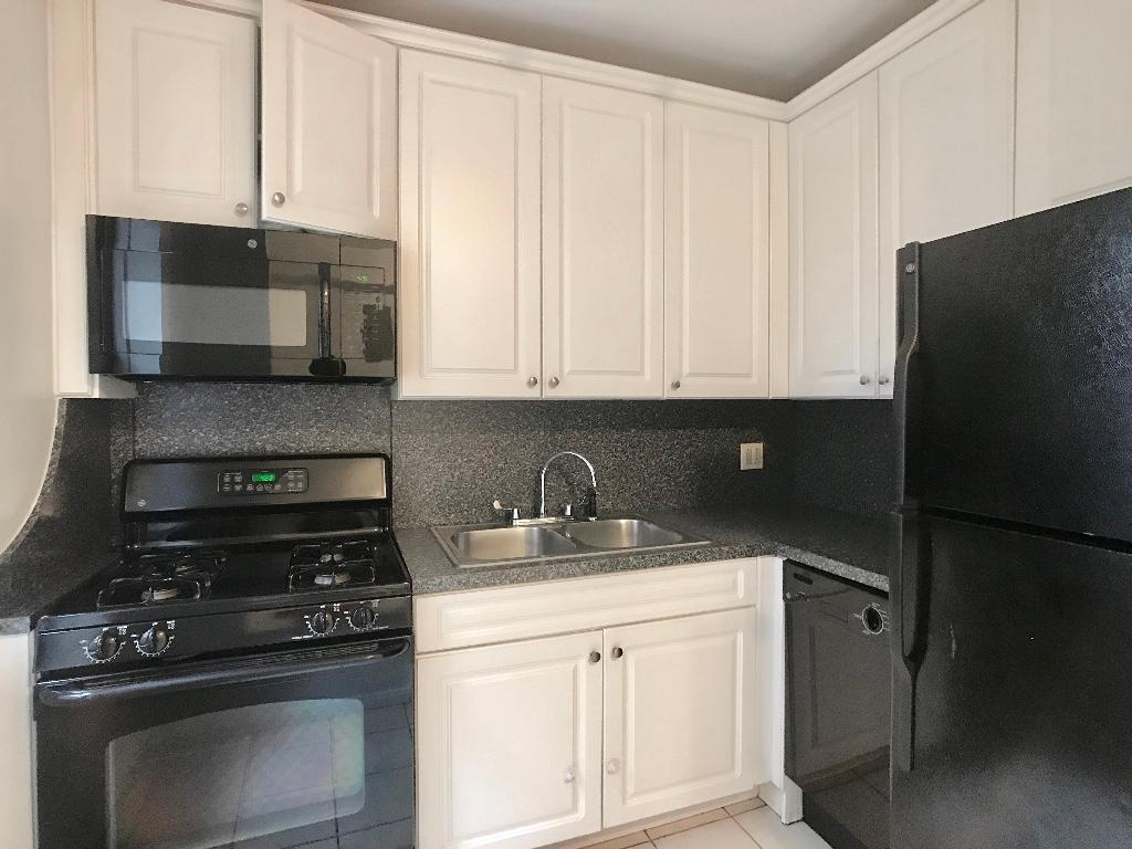 Kitchen - Appliances & Cabinet Space