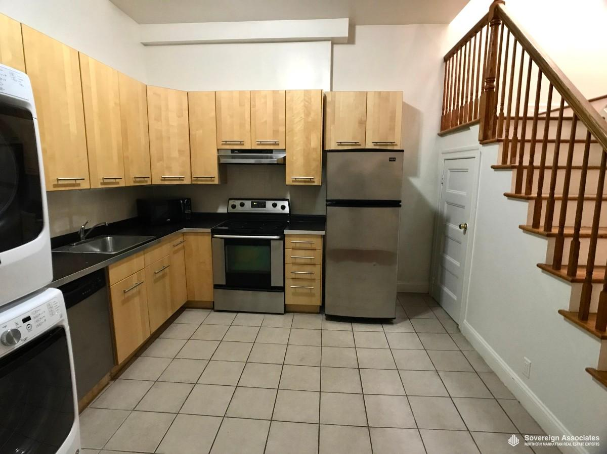 KITCHEN w/ room for table