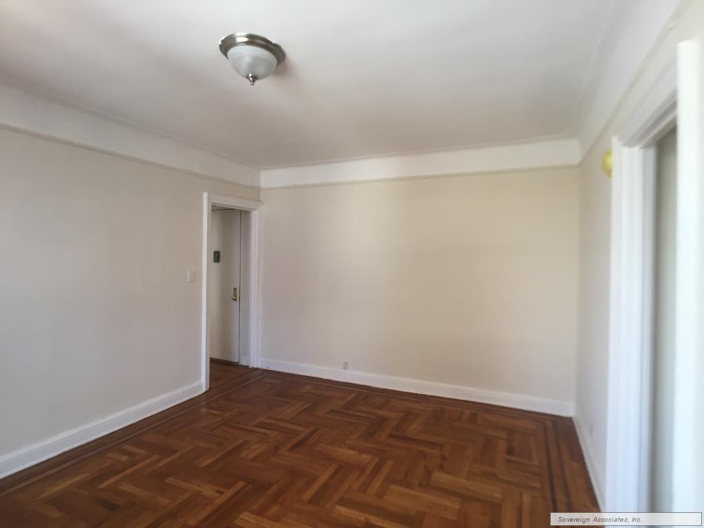 6H Livingroom out