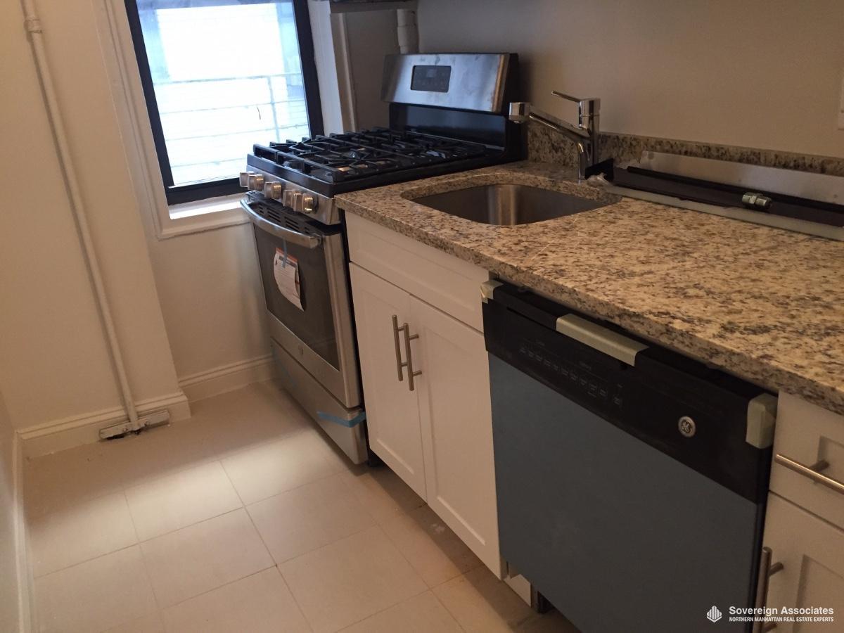 Kitchen w Dishwasher