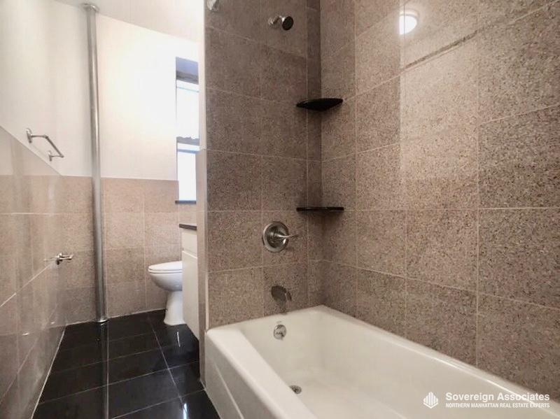 Common Bath w Bathtub