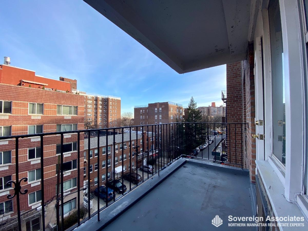 3725 Blackstone Avenue, #6C