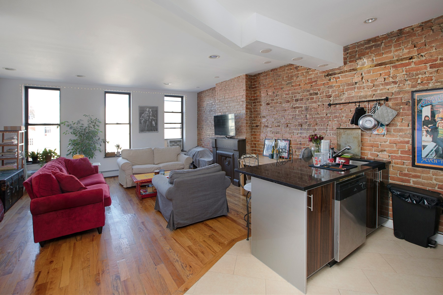 1010 Halsey Street Interior Photo