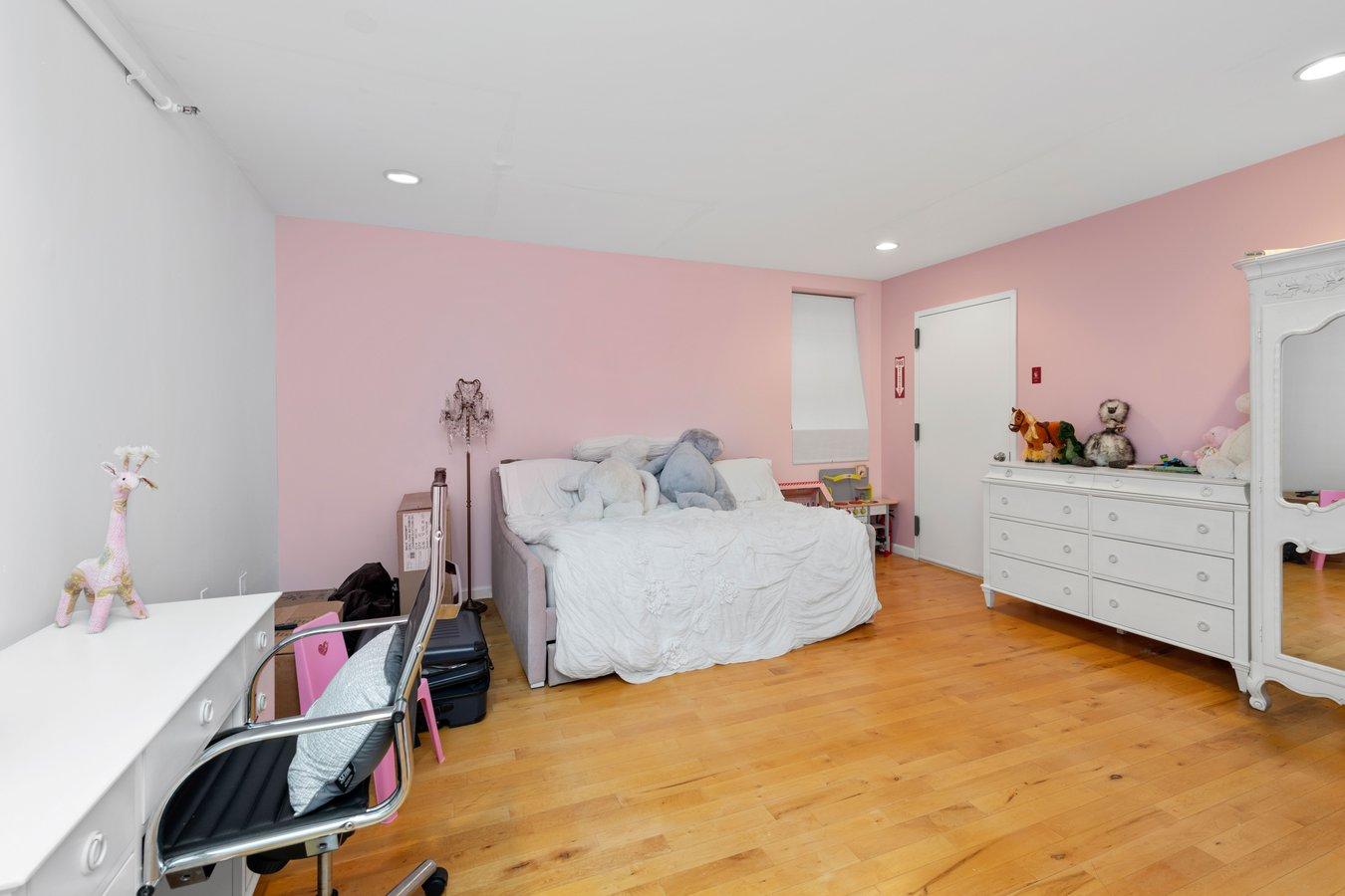 25 Peck Slip Seaport District New York NY 10038