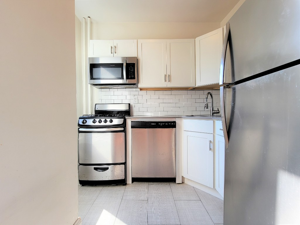 25-21 31st Ave, Astoria, NY - 2,095 USD/ month