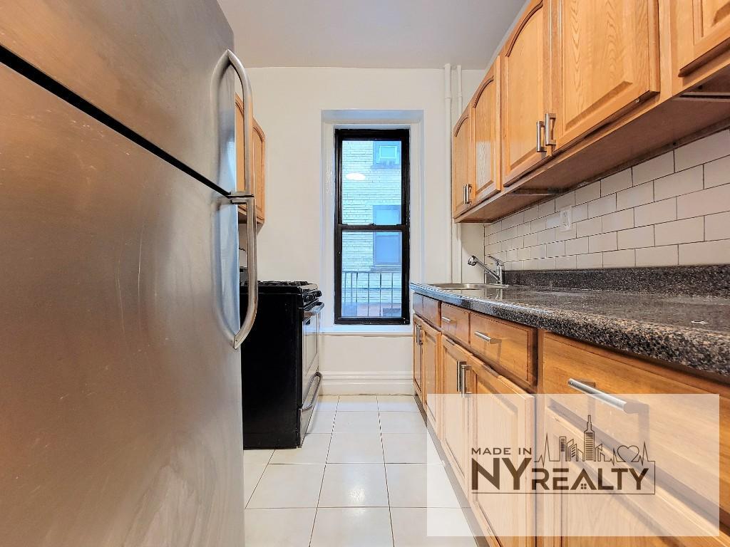 29-07 31st Ave, Astoria, NY - 2,075 USD/ month