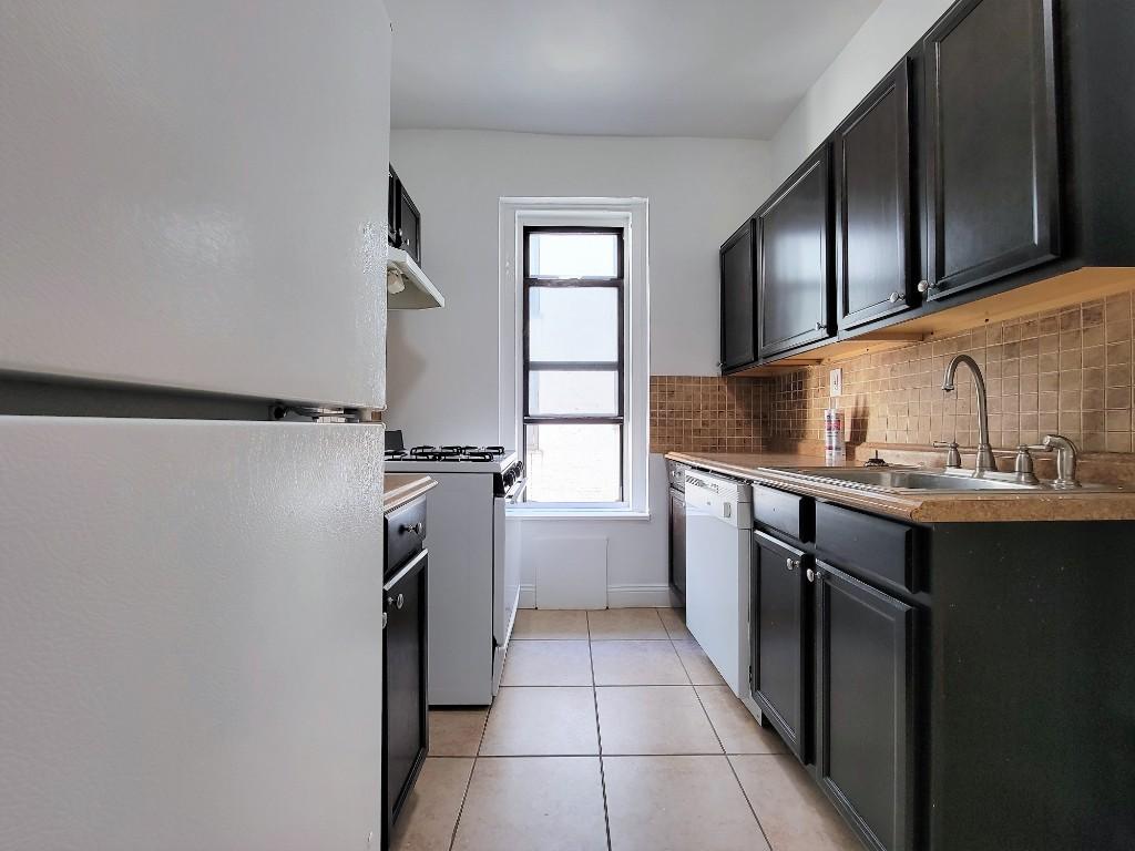 30-95 29th St, Astoria, NY - 2,450 USD/ month