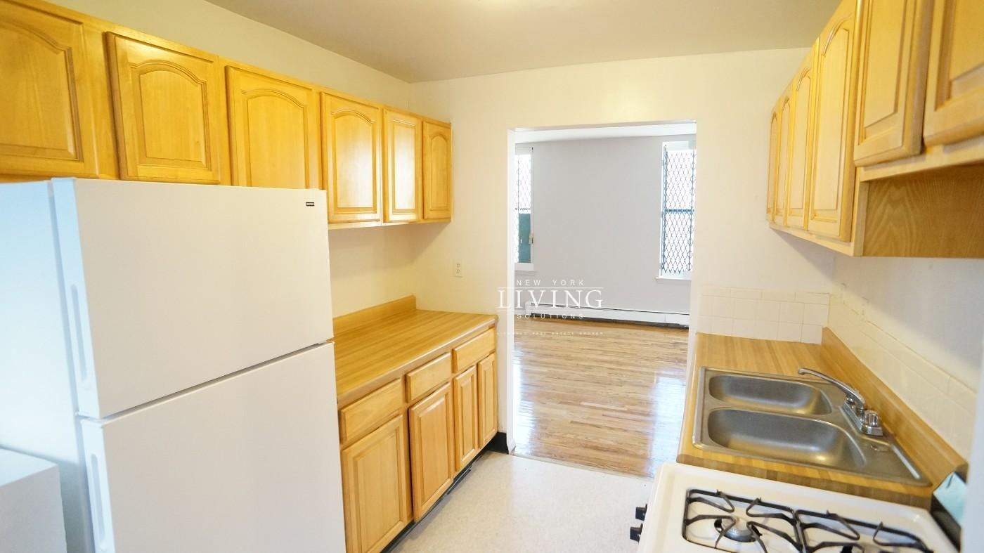 Bronx Apartments: West Farms 3 Bedroom Apartment for Rent