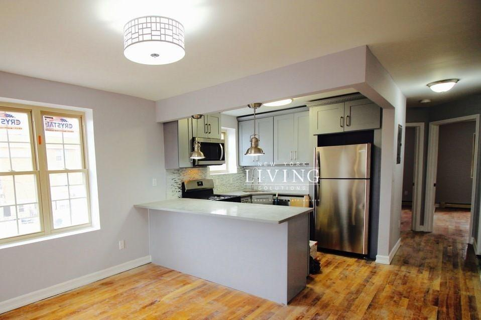 East New York 3 Bedrooms Apartment For Rent Photo 1