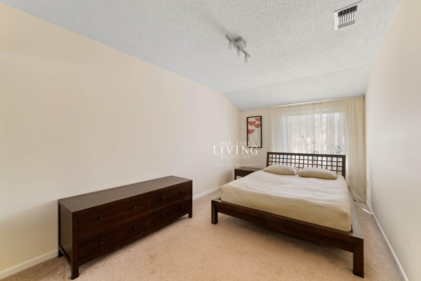 268 Ilyssa Way Staten Island Ny 10312 For Sale