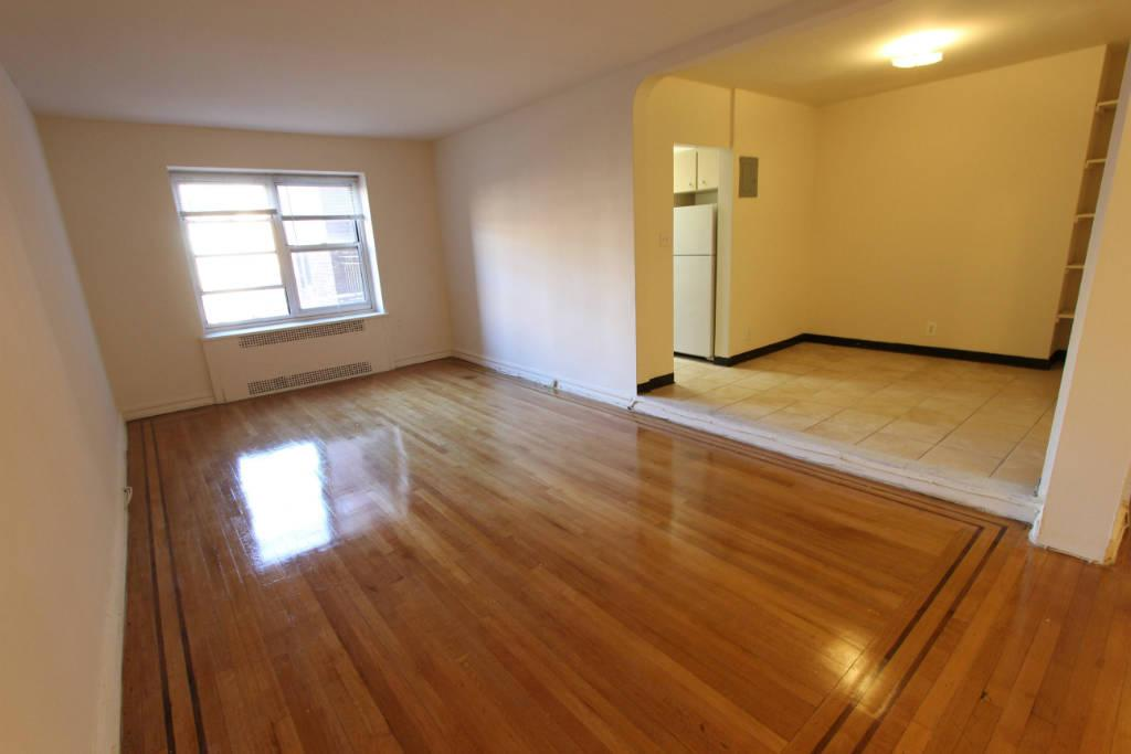 Studio Apartment in Forest Hills