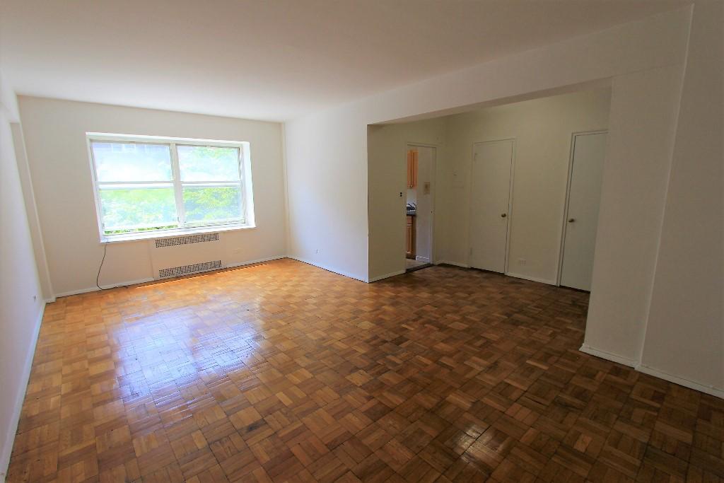 Studio Apartment in Rego Park