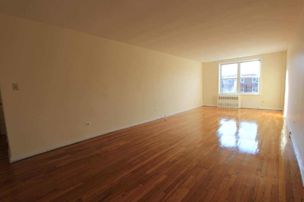 2 Apartment in Forest Hills