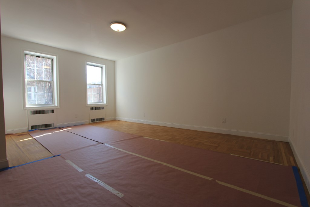 2 Condo in Jackson Heights