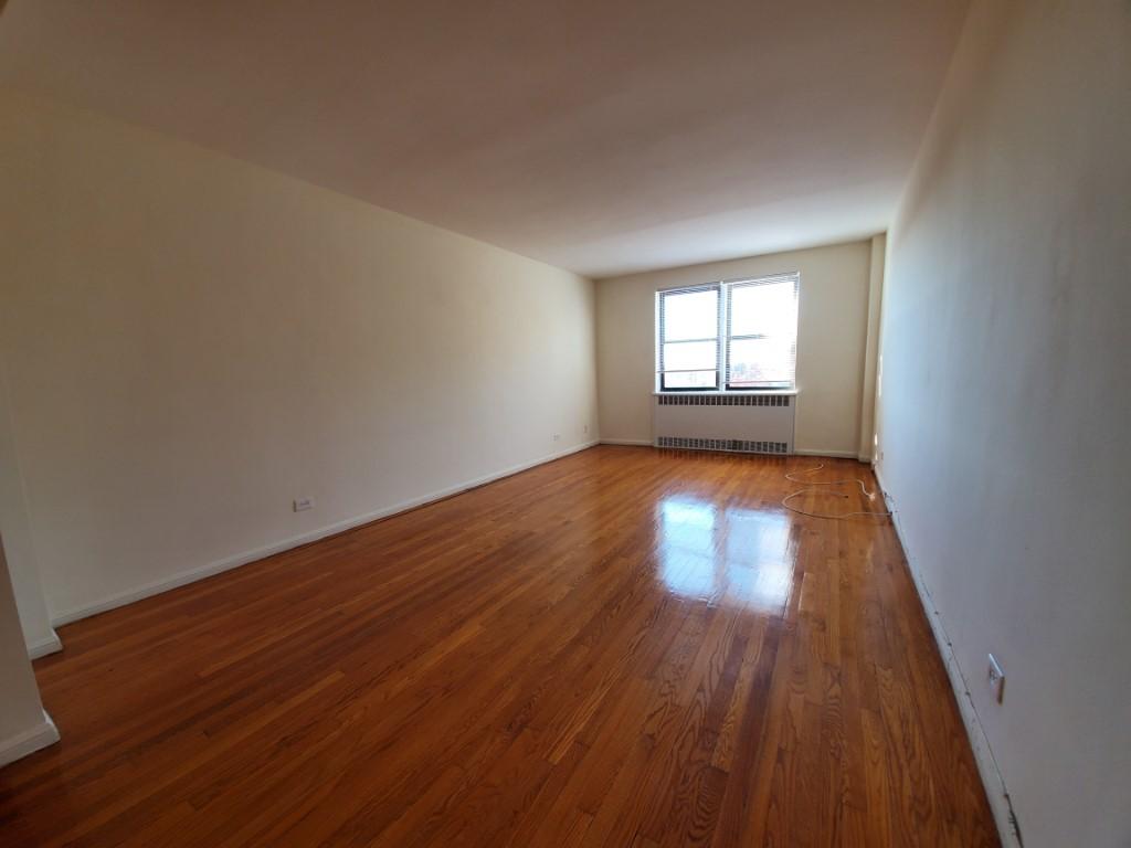 Studio Apartment in Forest Hills