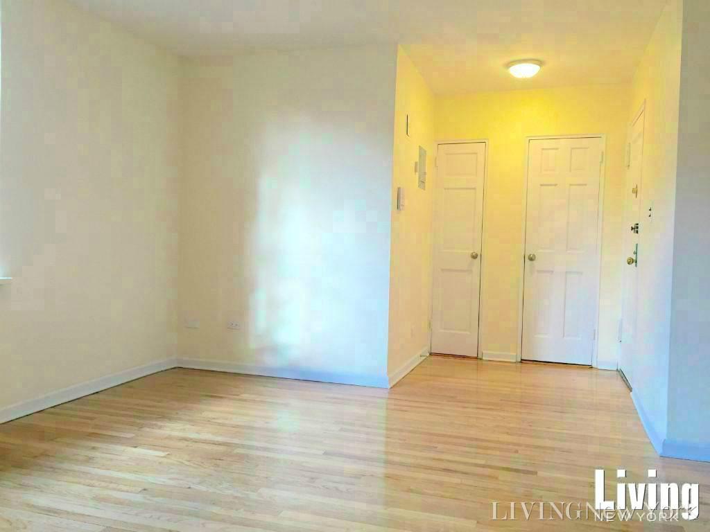 5570 Netherland Avenue Interior Photo