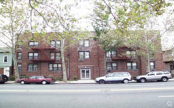 1651 Williamsbridge Road Morris Park Bronx NY 11111