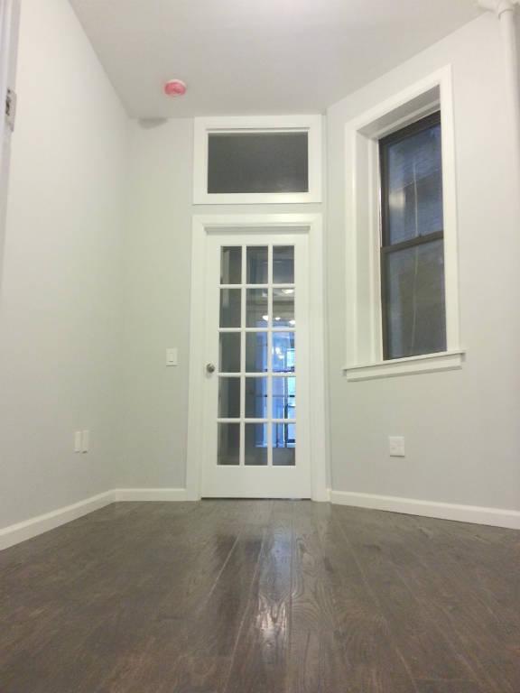 Bedroom 2/Home Office