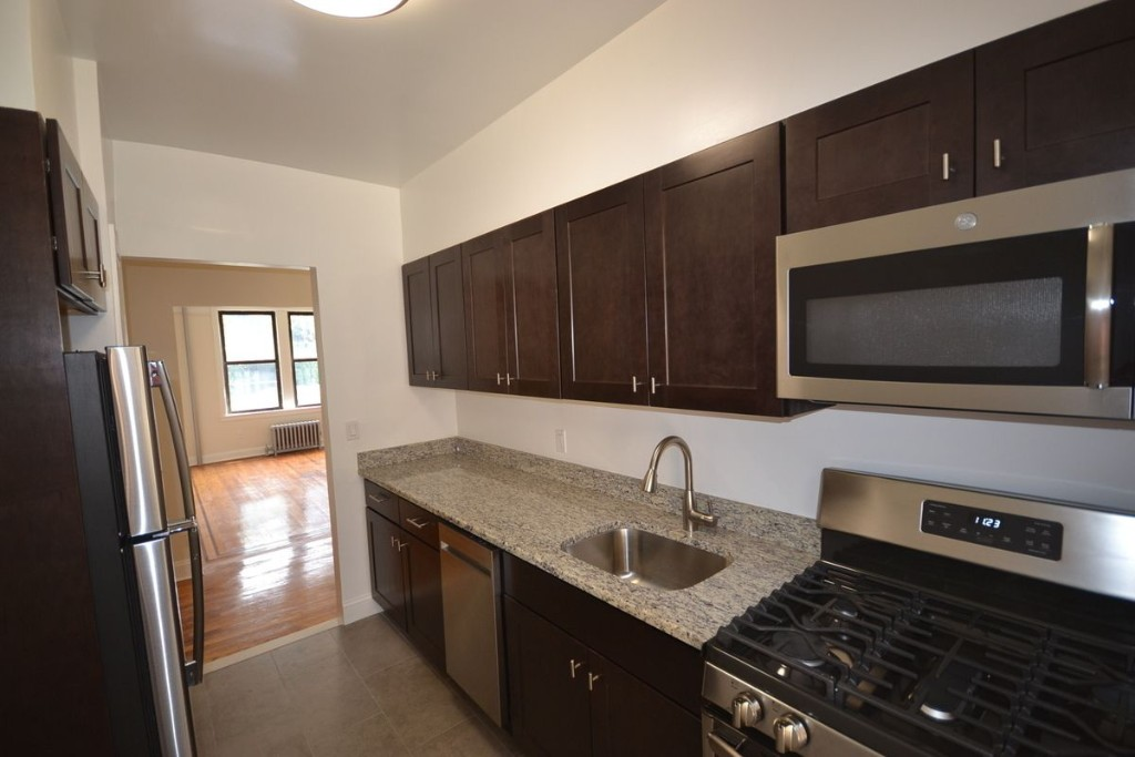 2 Apartment in Woodhaven
