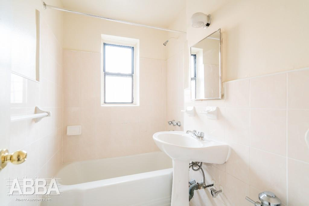 Classic Reno Bathroom