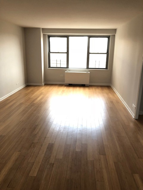 1 Apartment in Riverdale