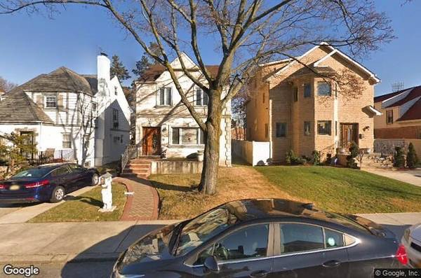 3 House in Fresh Meadows