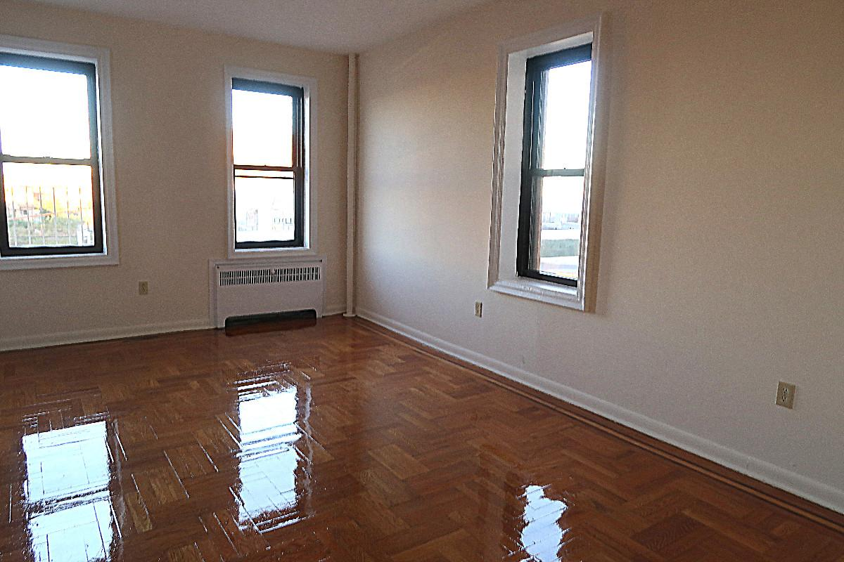 Studio Apartment in Far Rockaway