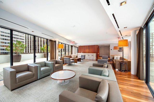 24/7 Lounge