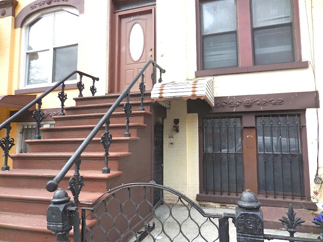 1 Townhouse in Crown Heights