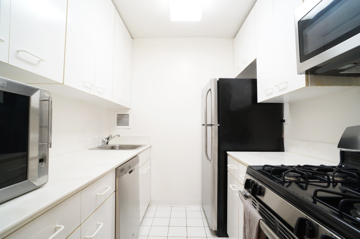 Unit 25J - Kitchen with Stainless Steel Appliances