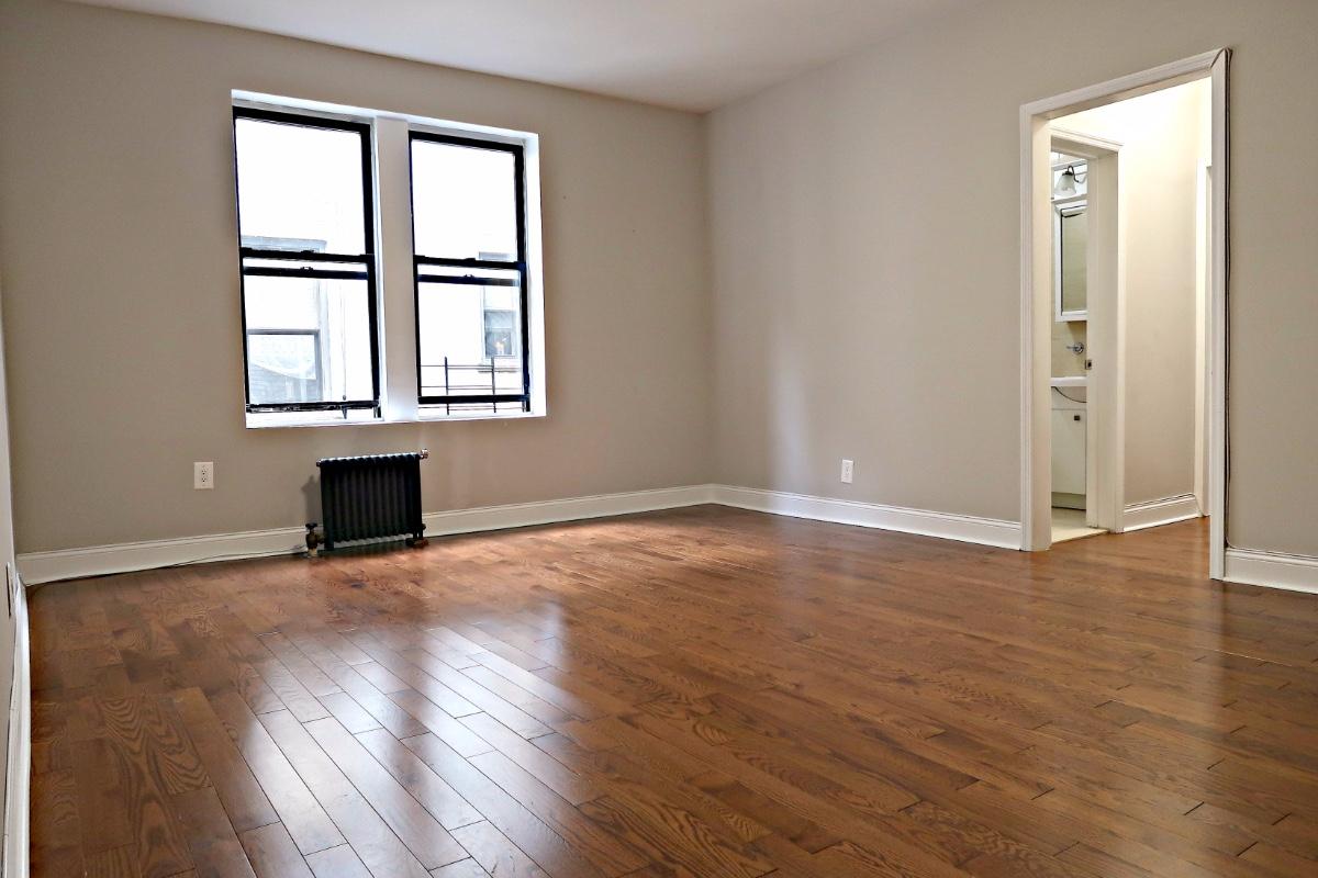 1 Apartment in Midwood