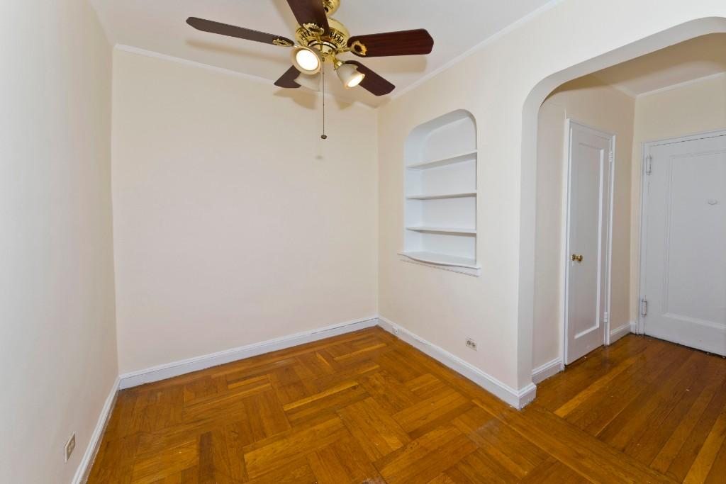 3015 Riverdale Avenue Interior Photo