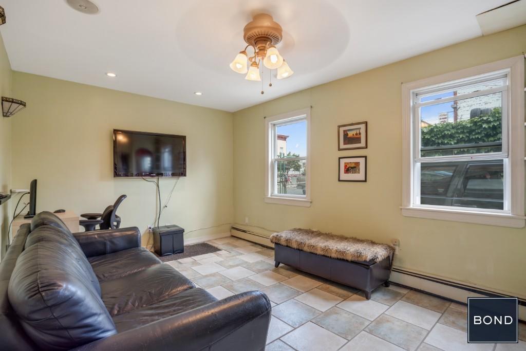 Apt#1 Livingroom