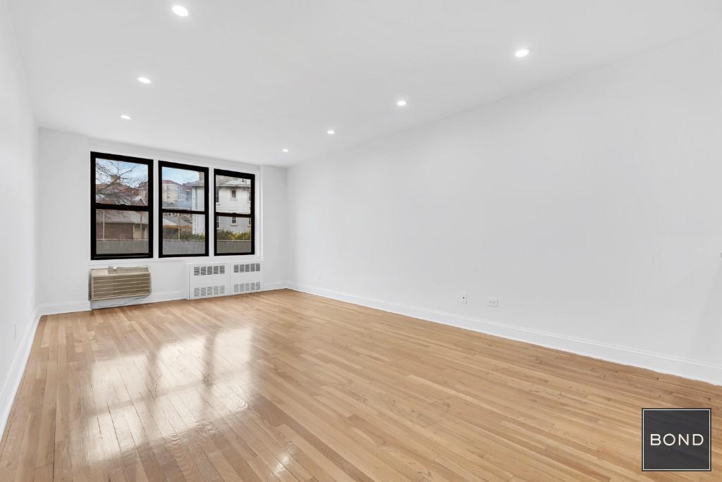 35-20 Leverich Street Interior Photo