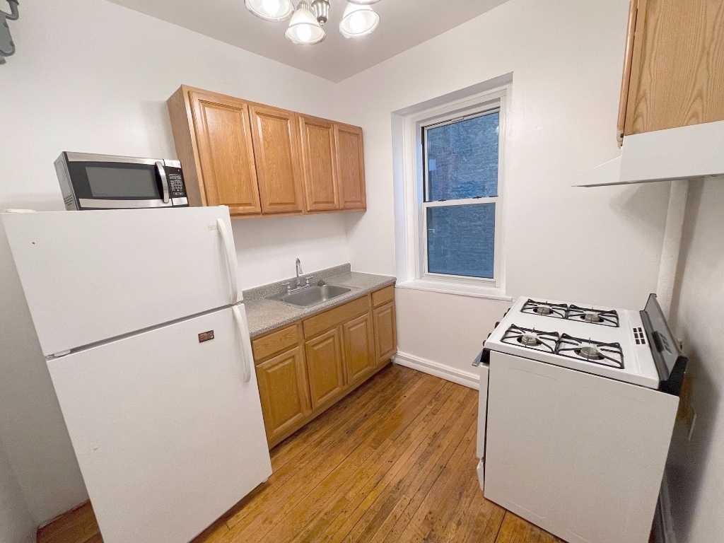 930 Saint Nicholas Avenue 6 Washington Heights New York NY 10032
